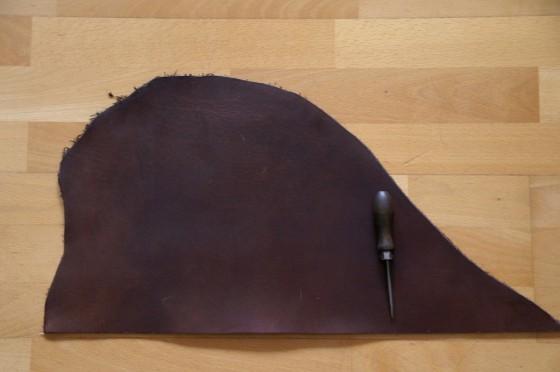 Ca. 1 Quadratfuß= 1 DIN A4 in 3,5 mm Dicke/ Lederseite